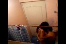 Colombianos calientes grabados follando en la ducha