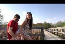 Follando pareja de amigos en el banco en el aire libre