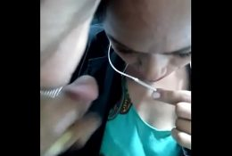 Bogotana se lo chupa al moso mientras habla por celular con el esposo